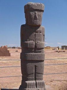 7111071-Tiwanaku-Statue-0